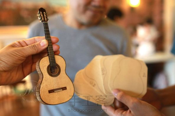 史上最精致小吉他 能弹的迷你微缩手工吉他