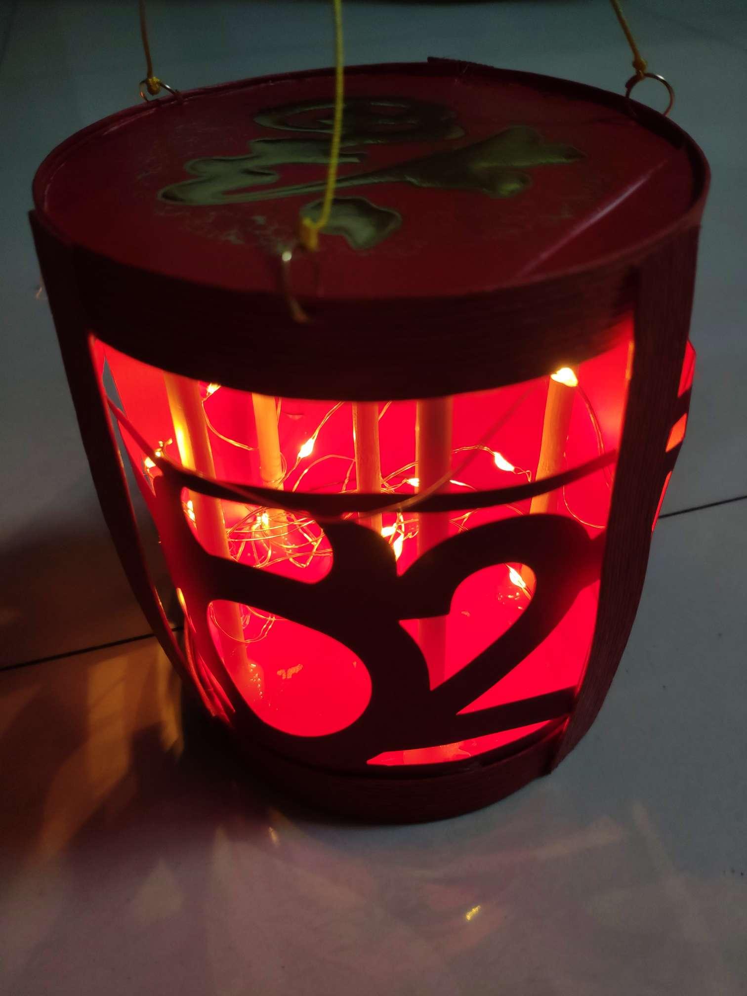 老师要求用现有材料做一个元宵灯笼,肝了4小时终于做了一个
