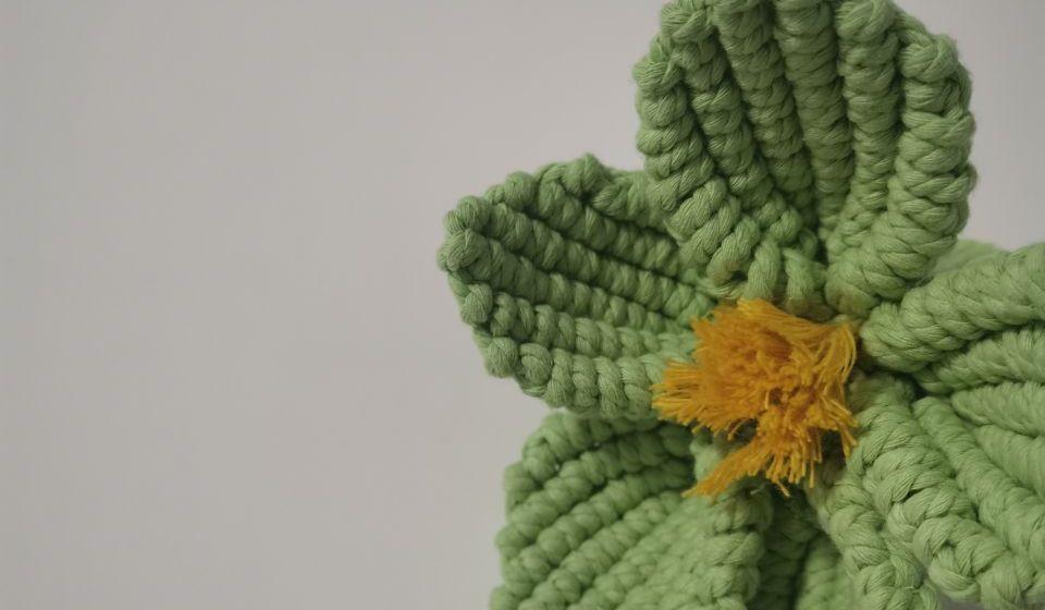 手工编织漂亮的立体花朵