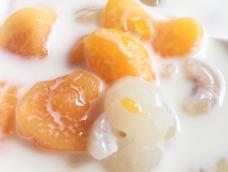 水果的甜香加牛奶的奶香完美融合极品美味!很适合冬日小孩老人肠胃不好的人吃。