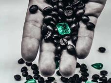 画一颗阿富汗祖母绿